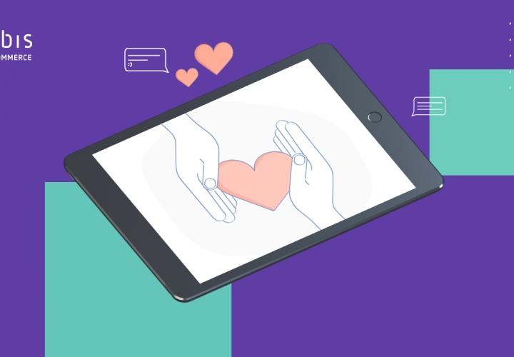 A imagem mostra um tablet com duas mãos e um coração, o que simboliza a importância de investir em fidelização no e-commerce B2B