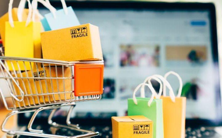 Carrinho de compras com muitas caixas de entrega. Representando a utilização do marketplace para seu e-commerce, o que gera muitas vendas.